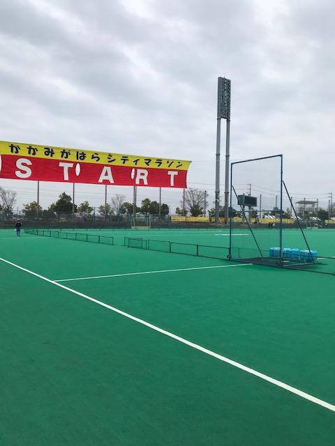 岐阜県各務原市で開催されるマラソン大会のスタート地点の様子です。
