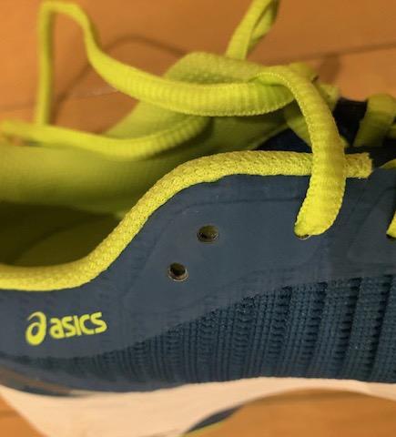 靴ひもの通し方の説明の画像
