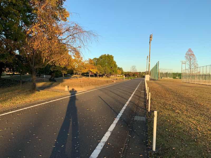 かかみがはらシティマラソンのコースの様子です。スタートから約3Km地点の各務原浄化センター内の様子です。
