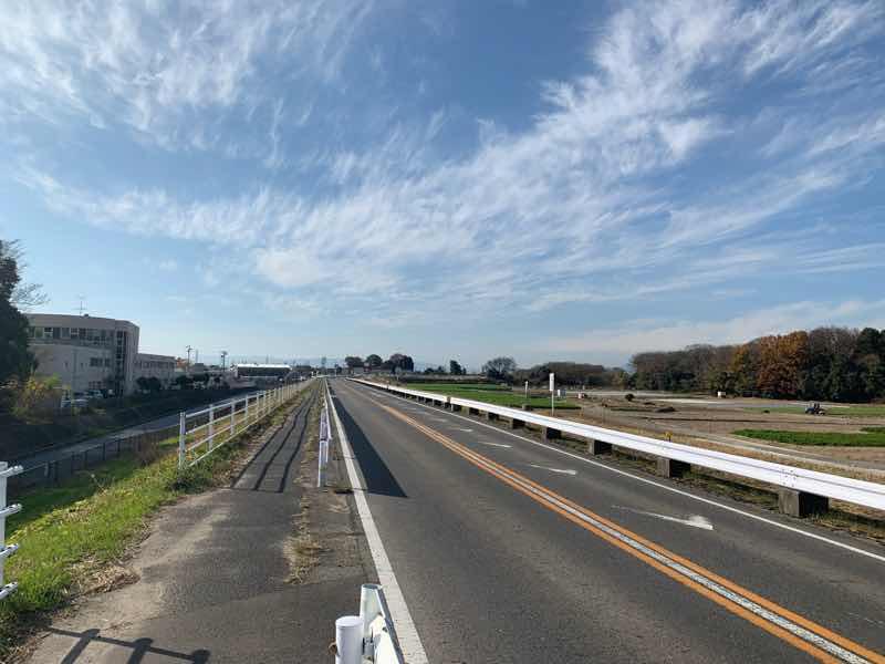 読売犬山ハーフマラソンのコースの写真です。すいとぴあ江南や、138タワーが遠くの方に見えます。